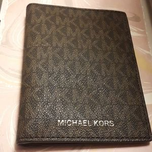 New Michael Kors Bedford Travel Passport Wallet